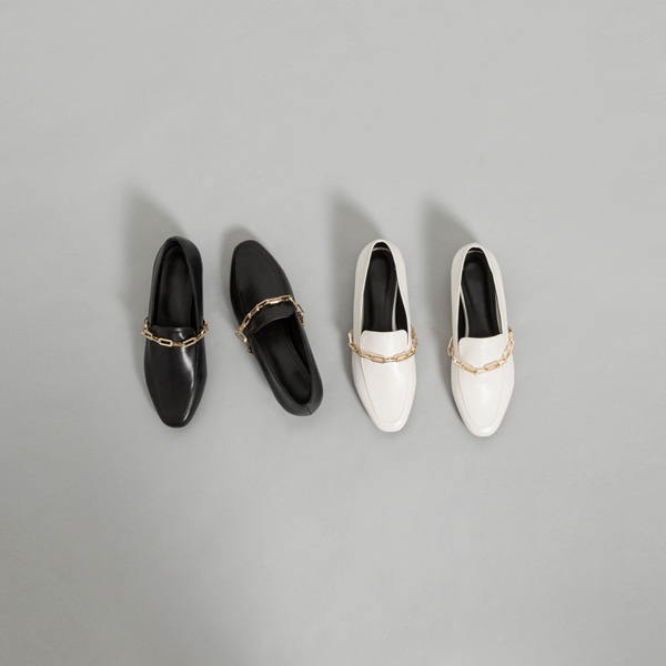 (SH-2841) Modern Loafers With Chain Detail